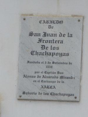Placa recordatoria de la fundación de Chachapoyas