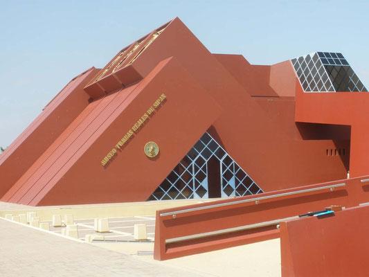 Exterior de Museo de las Tumbas Reales del Señor de Sipan