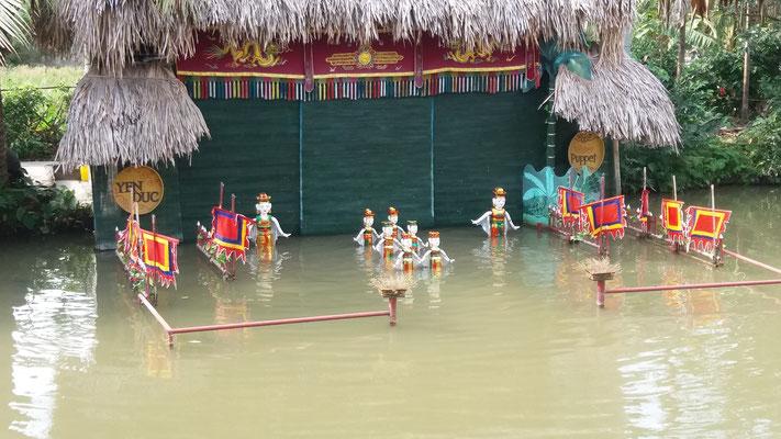 Marionetas sobre el agua