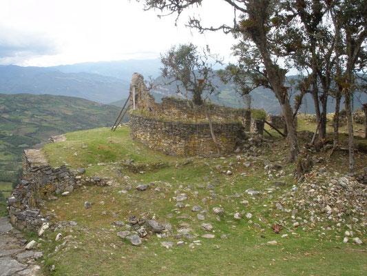 Restos de edificacion en Kuelap