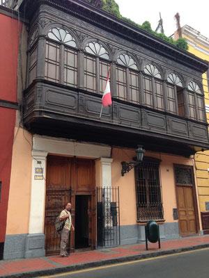 Fachada del Hotel España en Lima