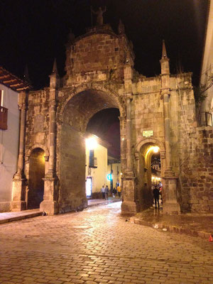 Arco en Plaza de San Francisco de Cusco