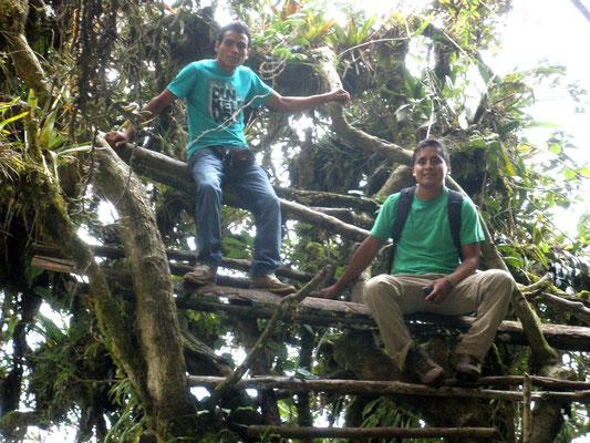 Jarvick y Taxista sobre andamio del Cerro del Tigre