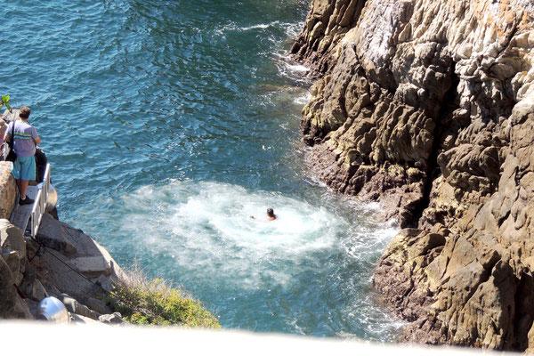 Clavadista en el agua