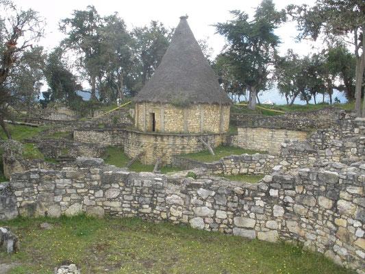 Casa en Kuelap reconstruida