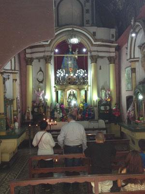 Interior de la Iglesia del Rosario, la mas pequeña del mundo, en Lima