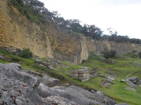 Vista de los muros de Kuelap