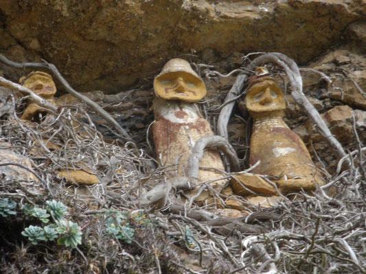 Sarcofagos del Cerro del Tigre con detalle