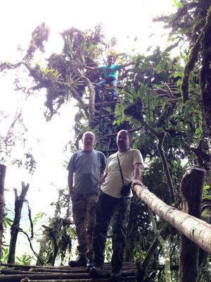 Junto al andamio del Cerro del Tigre en San jeronimo