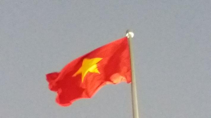 Bandera Vietnamita ante el Mausoleo