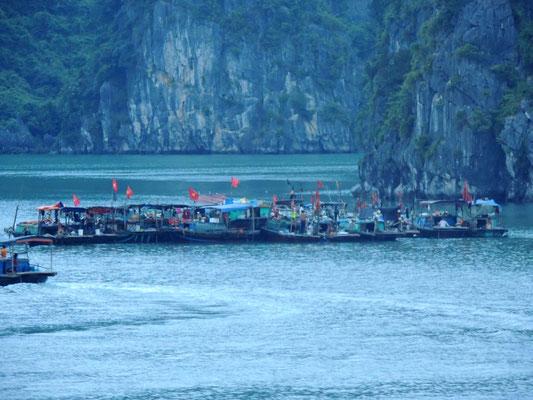 Poblado de pescadores en Halong