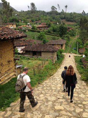 En San Bartolo iniciando camino hasta Revash