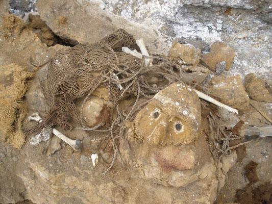 Restos abandonados de Sarcofagos en Cerro del Tigre
