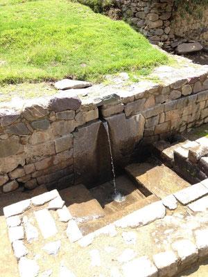 Agua en yacimiento arqueologico de Ollantaytambo