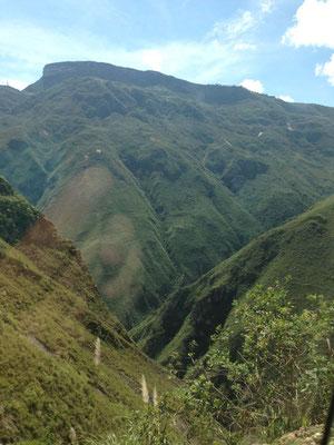 Camino de Chachapoyas a Kuelap