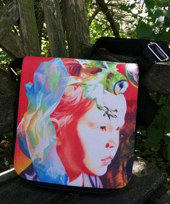 """Diese Textiltasche wurde mit meinem Motiv """"Die Geburt der Zuversicht"""" bedruckt. Sie besitzt einen verstellbaren Schultergurt. 40 Euro ohne Versandkosten"""