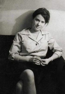 Ulrike Meinhof, deutsche Journalistin und RAF-Mitglied; Wikimedia Commons: https://upload.wikimedia.org/wikipedia/commons/1/14/Ulrike_Meinhof_als_junge_Journalistin_%28retuschiert%29.jpg