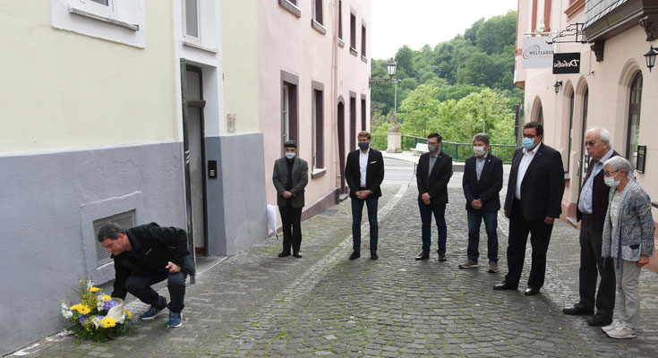 Ido Michel, Pfarrer Hans Mayer, Bürgermeister Dr. Johannes Hanisch, Christian Radkovsky, Bruno Götz, Hans-Peter Schick, Joachim und Annemarie Warlies – Foto:  © Margit Bach