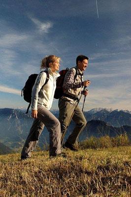 Foto: Gemütlichere Variante Nordic Walking (Foto Tourist Info Bergen)