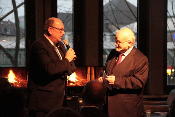 Im Gespräch: Sozialminister Stefan Grüttner und Prof. em. Bernhard Meyer (Moderation). [Social Talk 2015] © Ehrig