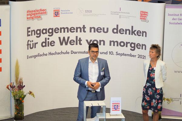 Prof. Dr. Michael Vilain (IZGS der EHD) führt in den II. Hessischen Engagementkongress 2021 ein.    © Foto: S. Schlitt, EKKW