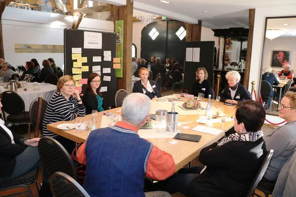 Experten in eigener Sache: Bürgerinnen und Bürger sind an der Entwicklung von Lösungsansätzen und Handlungskonzepten im Netzwerk beteiligt.  | Foto: IZGS