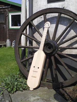 Halsinstrument nach Abbildung aus dem Stuttgarter Psalter für Gitarrenspieler