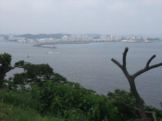 広場から見る横須賀方面