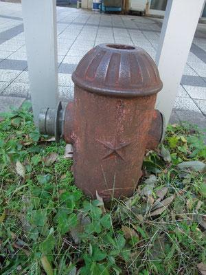 当時の研究所跡の帝国陸軍☆マークの消火栓