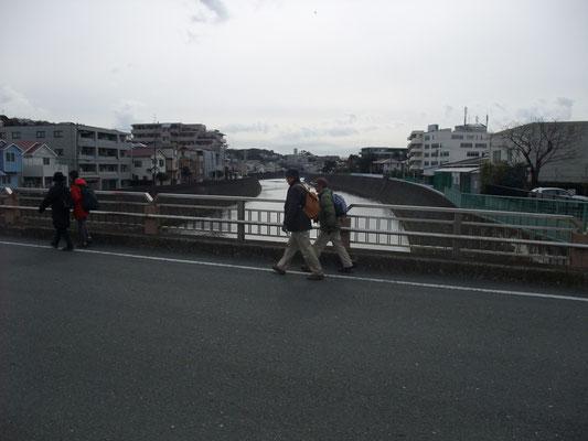 境川を上山本橋で渡る