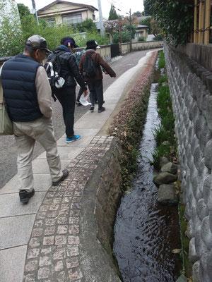 湧水と歴史の里・・鈴鹿・長宿地区に入る