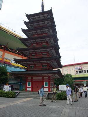 海老名駅前に立つシンボル七重の塔の三分の一スケールモデル