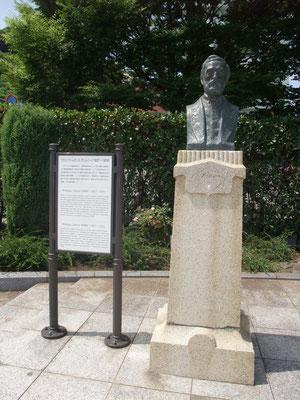 フランソワ・レオンス・ヴェルニーの胸像