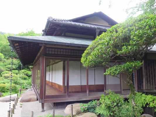 吉池旅館の旧岩崎別邸和館のお庭を拝見