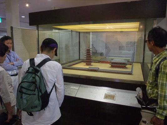 1階は旧石器時代~近世までの考古資料、歴史資料の展示