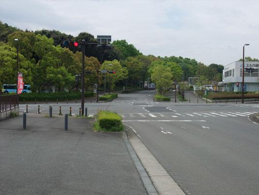 慶応大学前の交差点