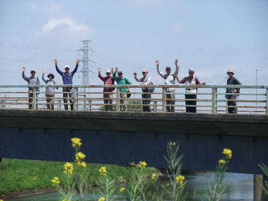 渋田川を大縄橋で渡る