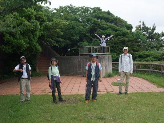 「潮風の丘」の頂上広場