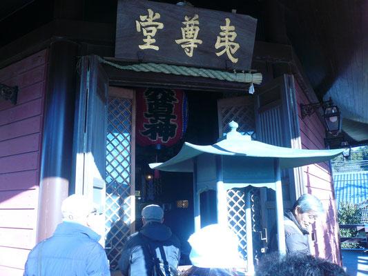 本堂修理中の本覚寺の夷尊堂。途中の蛭子神社との謂われも・・・