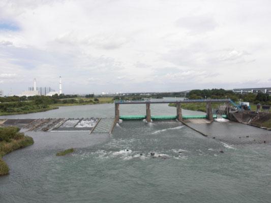 神川橋より上流をのぞむ
