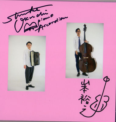 大口俊輔さん(Piano,Accordion)、山本裕之さん                      (Contrabass)