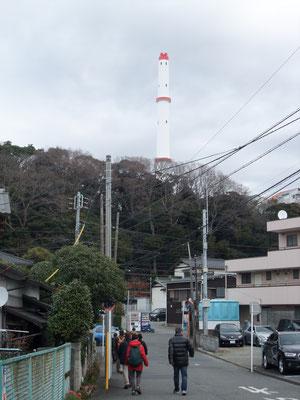 善行入り口のゴミ焼却場の高い煙突