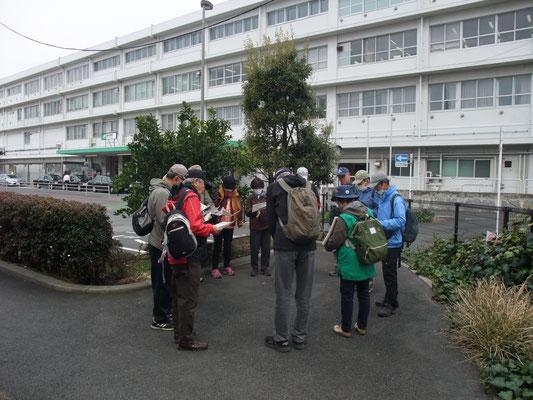 JR国府津駅前にてミーティング