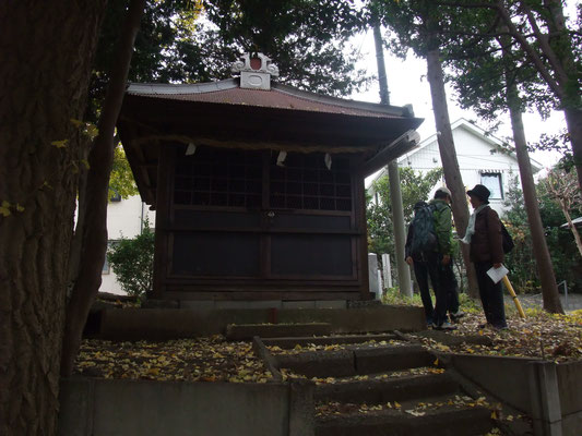 鎌倉街道沿いにある諏訪神社