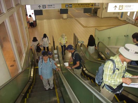 相鉄海老名駅からJR相模線海老名駅へ向かう