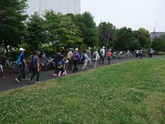 奥田公園は家族連れで大賑わい