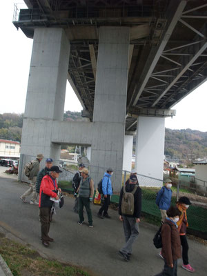 小田原厚木道路の下をVターン