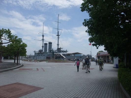 三笠記念艦前に到着
