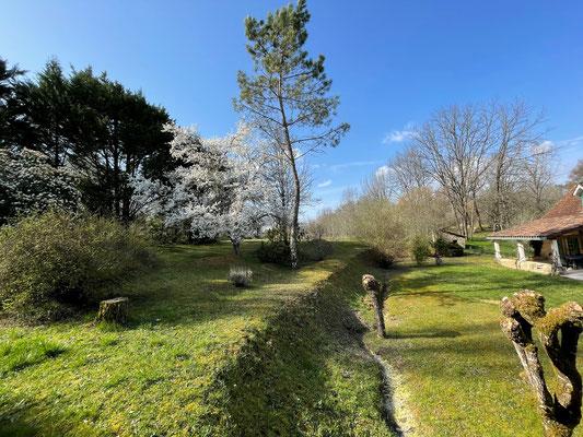 Tuin van La Noisette in vroege voorjaar
