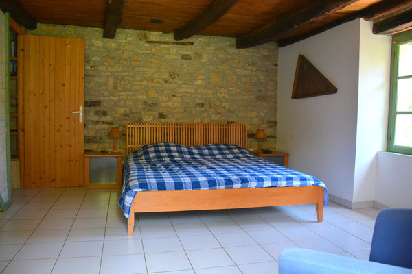 Grote slaapkamer op niveau woonkamer